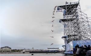 Hatvanöt tonnás acél ugrótorony épül