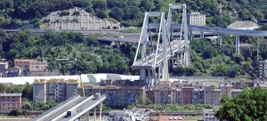 Megkezdődött a leomlott híd lebontása